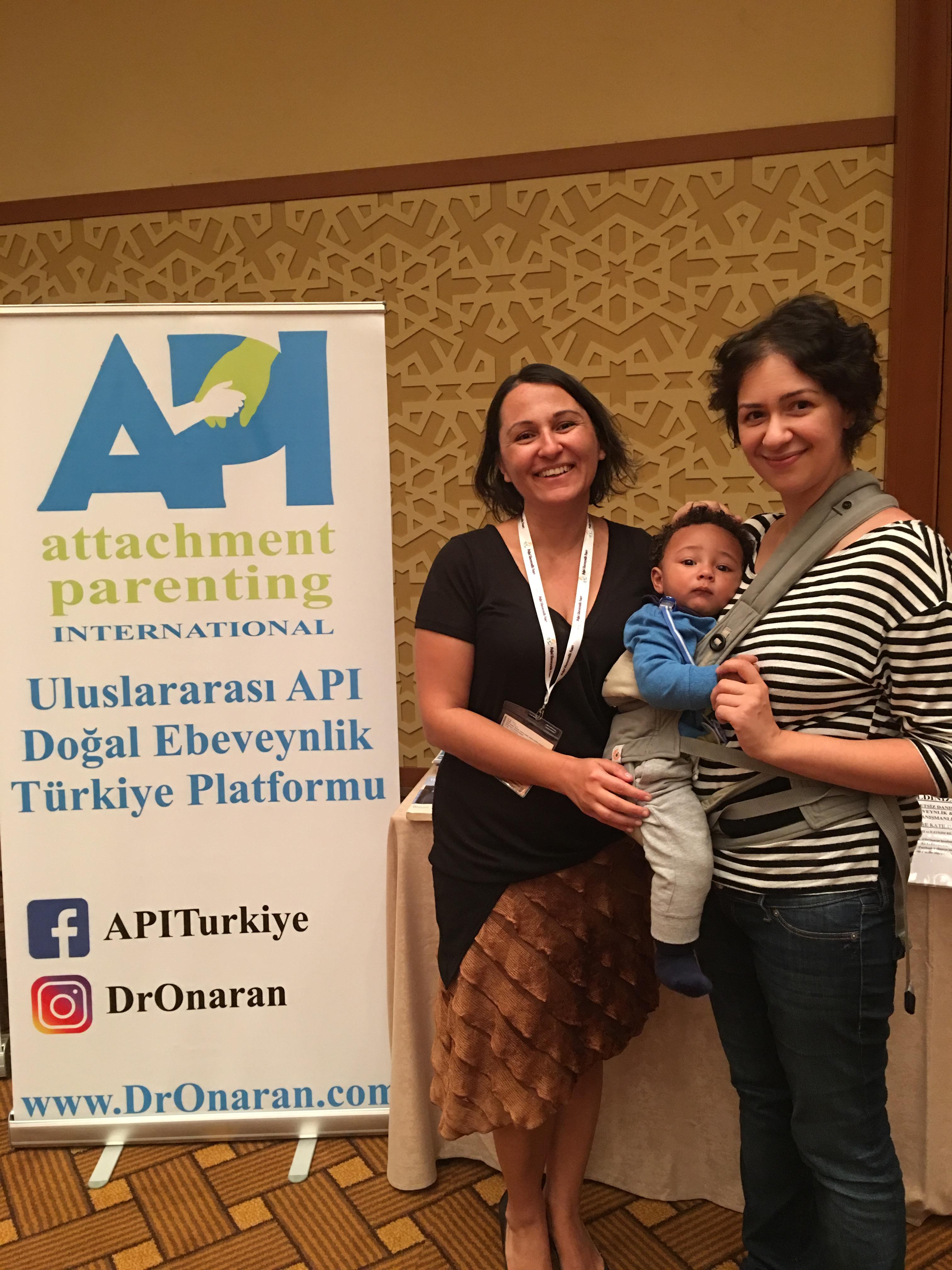 Doğal Ebeveynlik alanında duayen değerli Ayşe Öner ve Babywearing-destekçisi sevgili Ceyda Düvenci de API Türkiye'yi ziyaret ettiler, Doğal Ebeveynlik Fuarı, 30 Eylül 2017